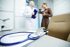 Εργασιακός χώρος του νοσοκομειακού γιατρού Στοκ φωτογραφία με δικαίωμα ελεύθερης χρήσης