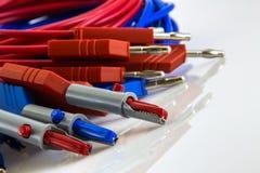 Εργαστήριο που μετρά τα ηλεκτρικά καλώδια στοκ εικόνα με δικαίωμα ελεύθερης χρήσης