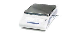 Εργαστηριακή κλίμακα σε ένα άσπρο υπόβαθρο Στοκ εικόνες με δικαίωμα ελεύθερης χρήσης