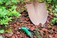 εργαλεία άνοιξης κηπουρικής κήπων Στοκ φωτογραφία με δικαίωμα ελεύθερης χρήσης