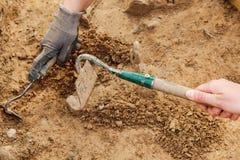 Εργαλεία, αρχαιολόγος που λειτουργούν στην περιοχή, χέρι και εργαλείο Archeological Στοκ φωτογραφία με δικαίωμα ελεύθερης χρήσης