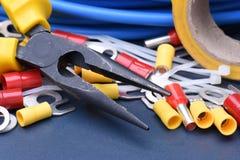 Εργαλεία για τον ηλεκτρολόγο και τα καλώδια Στοκ εικόνα με δικαίωμα ελεύθερης χρήσης