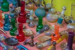 Εργαλεία για τον καπνό στην αγορά στην Ινδία, ο Βορράς Goa, Arambol Στοκ φωτογραφία με δικαίωμα ελεύθερης χρήσης