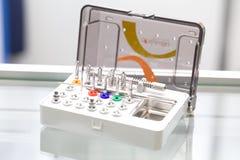 Εργαλεία για το οδοντικό σύνολο κιβωτίων τρυπανιών prosthetist στοκ φωτογραφία με δικαίωμα ελεύθερης χρήσης