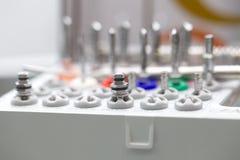 Εργαλεία για το οδοντικό σύνολο κιβωτίων τρυπανιών prosthetist στοκ εικόνα με δικαίωμα ελεύθερης χρήσης