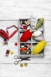 Εργαλεία για το ράψιμο και τη ραπτική Στοκ Εικόνες