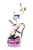 Εργαλεία για το σαλόνι ομορφιάς, που εμπίπτει στην τσάντα Στοκ Εικόνες