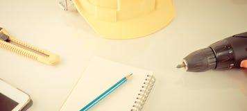 Εργαλεία επισκευής εφαρμοσμένης μηχανικής με το σημειωματάριο Στοκ εικόνες με δικαίωμα ελεύθερης χρήσης