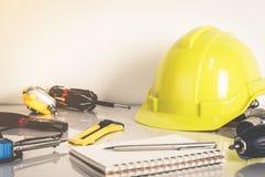 Εργαλεία εργασίας μηχανικών κατασκευής Στοκ Εικόνες