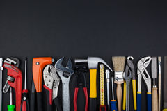 Εργαλεία εργασίας στο μαύρο υπόβαθρο Στοκ Φωτογραφίες
