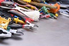 Εργαλεία και εξαρτήματα που χρησιμοποιούνται στις ηλεκτρικές εγκαταστάσεις Στοκ Εικόνες