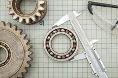 Εργαλεία και παχυμετρικός διαβήτης σε χαρτί γραφικών παραστάσεων Στοκ Φωτογραφίες