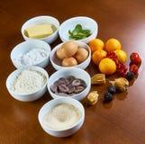Εργαλεία και συστατικά για την παραγωγή cupcakes Στοκ εικόνα με δικαίωμα ελεύθερης χρήσης