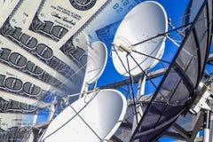 Εργαλεία και τηλεόραση επικοινωνίας ένα υπόβαθρο των χρημάτων Στοκ Εικόνα