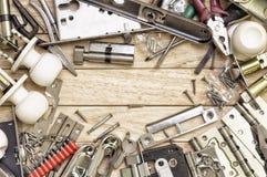 Εργαλεία και mortise κλειδαριά που τακτοποιείται σε ένα πλαίσιο στοκ φωτογραφία με δικαίωμα ελεύθερης χρήσης