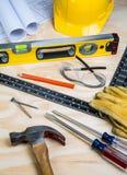 Εργαλεία κατασκευής που τοποθετούνται τυχαία Στοκ Εικόνες