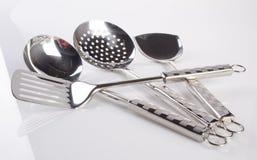 εργαλεία κουζινών ή εργαλεία κουζινών σε ένα υπόβαθρο Στοκ εικόνες με δικαίωμα ελεύθερης χρήσης