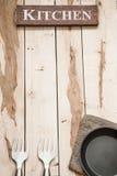 Εργαλεία κουζινών στο ξύλινο γραφείο Στοκ εικόνες με δικαίωμα ελεύθερης χρήσης