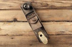 Εργαλεία Μηχανή πλανίσματος στο ξύλινο υπόβαθρο ready work Στοκ φωτογραφίες με δικαίωμα ελεύθερης χρήσης