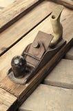 Εργαλεία Μηχανή πλανίσματος στο ξύλινο υπόβαθρο ready work Στοκ φωτογραφία με δικαίωμα ελεύθερης χρήσης