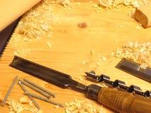 Εργαλεία ξυλουργικής σε έναν ξύλινο πάγκο Στοκ Εικόνα