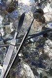 Εργαλεία χειρουργικών επεμβάσεων στον πάγο Στοκ εικόνα με δικαίωμα ελεύθερης χρήσης