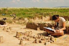 Εργαλεία Archeological, αρχαιολόγος που λειτουργούν στην περιοχή Στοκ φωτογραφία με δικαίωμα ελεύθερης χρήσης