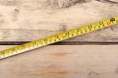 Εργαλεία Measurer ταινιών στο ξύλινο υπόβαθρο ready work Στοκ εικόνα με δικαίωμα ελεύθερης χρήσης