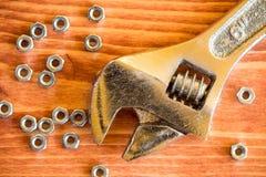 Εργαλείο και καρύδια γαλλικών κλειδιών Στοκ εικόνα με δικαίωμα ελεύθερης χρήσης