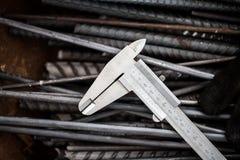 Εργαλείο μέτρησης ακρίβειας που τίθεται στο χάλυβα Στοκ Εικόνες