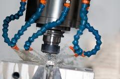Εργαλειομηχανή άλεσης που προετοιμάζεται να επεξεργαστεί το μέταλλο στο βιομηχανικό μΑ Στοκ εικόνες με δικαίωμα ελεύθερης χρήσης