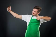Εργοδότης υπεραγορών πορτρέτου που παίρνει selfie την παρουσίαση όπως Στοκ φωτογραφία με δικαίωμα ελεύθερης χρήσης