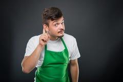 Εργοδότης υπεραγορών που θέτει παρουσιάζοντας χειρονομία μη ακοής Στοκ φωτογραφία με δικαίωμα ελεύθερης χρήσης