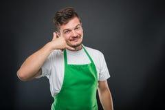 Εργοδότης υπεραγορών που θέτει την παρουσίαση καλώντας τη χειρονομία Στοκ Εικόνες