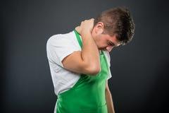 Εργοδότης υπεραγορών που συγκρατεί το λαιμό όπως να βλάψει Στοκ Φωτογραφία