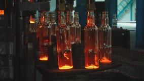 Εργοστάσιο για την παραγωγή των μπουκαλιών γυαλιού απόθεμα βίντεο