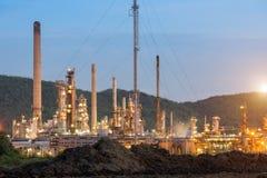 Εργοστάσιο διυλιστηρίων πετρελαίου το πρωί, πετροχημικό Στοκ φωτογραφίες με δικαίωμα ελεύθερης χρήσης