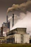 εργοστάσιο καπνοδόχων π&alp Στοκ εικόνα με δικαίωμα ελεύθερης χρήσης