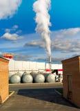εργοστάσιο καπνοδόχων Στοκ εικόνα με δικαίωμα ελεύθερης χρήσης