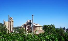 Εργοστάσιο κοντά στον κόλπο του Setubal και του Arrabida Στοκ Εικόνα
