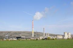 Εργοστάσιο με τον καπνό στοκ εικόνες