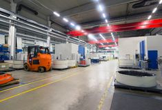 Εργοστάσιο του σύγχρονου μηχανολόγου μηχανικού - παραγωγή του κιβωτίου ταχυτήτων στοκ εικόνες