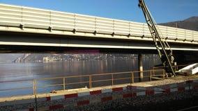 Εργοτάξιο κοντά στη λίμνη Στοκ φωτογραφία με δικαίωμα ελεύθερης χρήσης