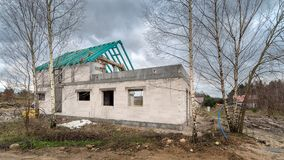 Εργοτάξιο οικοδομής ενός single-family σπιτιού Στοκ φωτογραφίες με δικαίωμα ελεύθερης χρήσης
