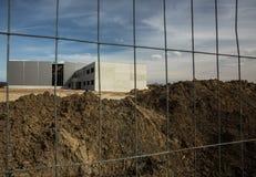 Εργοτάξιο οικοδομής με έναν φράκτη Στοκ φωτογραφίες με δικαίωμα ελεύθερης χρήσης