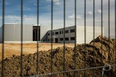 Εργοτάξιο οικοδομής με έναν φράκτη Στοκ εικόνα με δικαίωμα ελεύθερης χρήσης