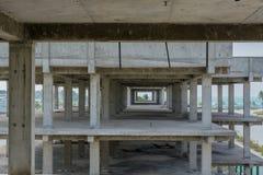 Εργοτάξιο οικοδομής με τα multi-storey κτήρια που βρίσκονται στο τροπικό νησί στοκ εικόνες