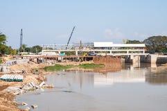 Εργοτάξιο οικοδομής με το γερανό στοκ φωτογραφία με δικαίωμα ελεύθερης χρήσης