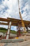 Εργοτάξιο οικοδομής μιας γέφυρας αυτοκινητόδρομων στοκ εικόνες με δικαίωμα ελεύθερης χρήσης