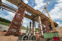 Εργοτάξιο οικοδομής μιας γέφυρας αυτοκινητόδρομων στοκ εικόνα